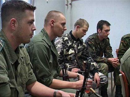 Die Soldaten bekommen detaillierte Instruktionen für den Ernstfall