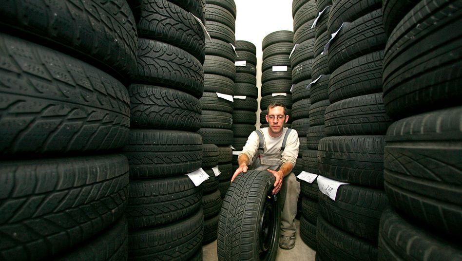 Reifenlager (Symbolbild): 16 Tochtergesellschaften des Reifengroßhändlers Fintyre haben Insolvenzantrag gestellt