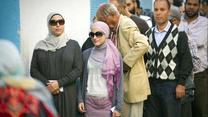 Wahlen: Tunesier kosten die Demokratie