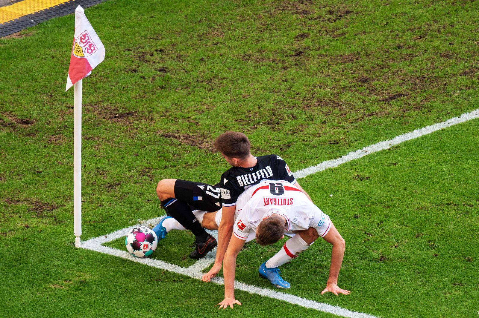 Cedric Brunner (Arminia Bielefeld) und Sasa Kalajdzic (VfB Stuttgart). Deutschland, Stuttgart, 22.05.2021, Fussball, Bun