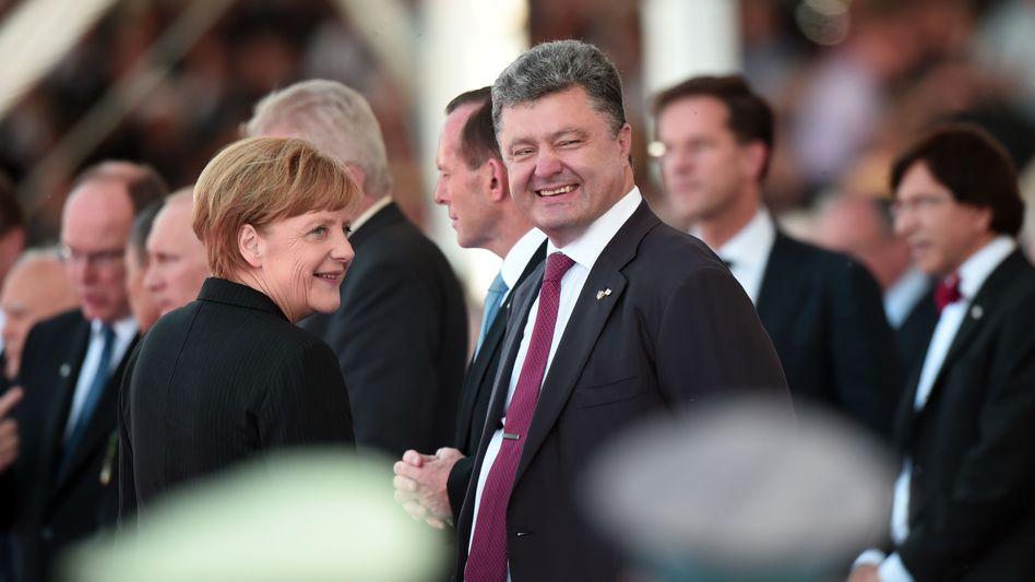 """Merkel, Poroschenko (beim D-Day): """"Ausführliches Treffen"""" in Kiew"""