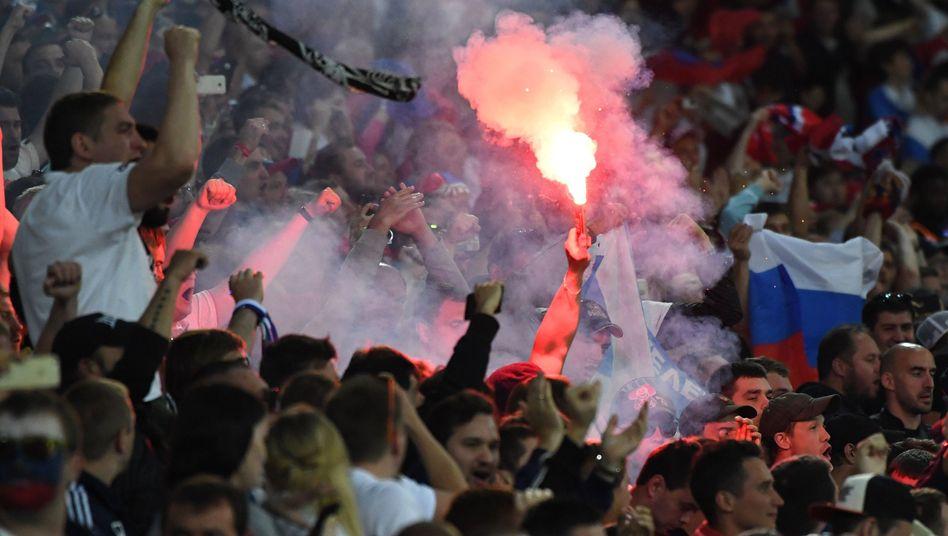 Bengalisches Feuer im Stadion