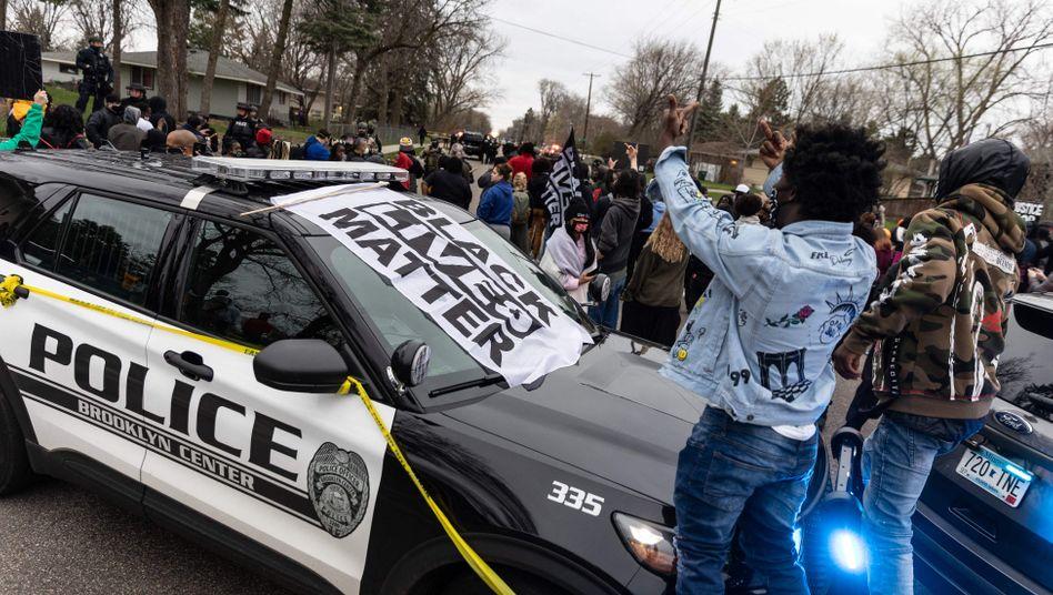 Protest gegen die Polizei: Menschen gehen nach dem Tod von Daunte Wright auf die Straße