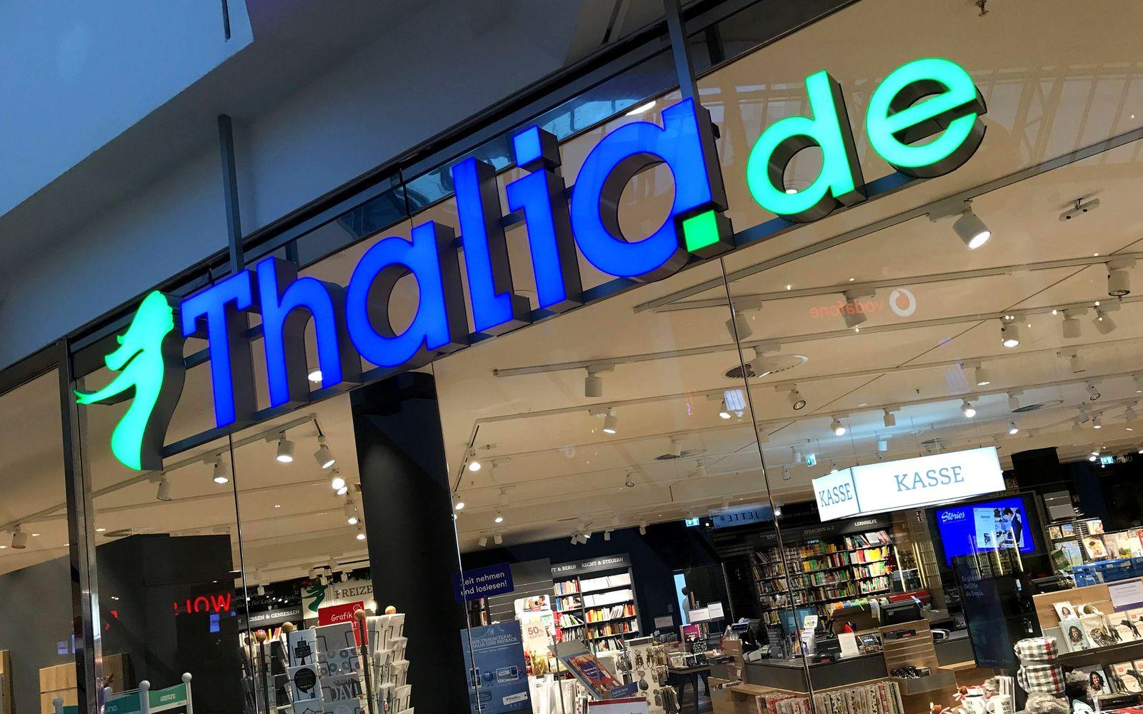 Logo von Thalia ¸ber einer Filiale in Hamburg 02 01 2019 *** Thalia logo above a store in Hamburg 02