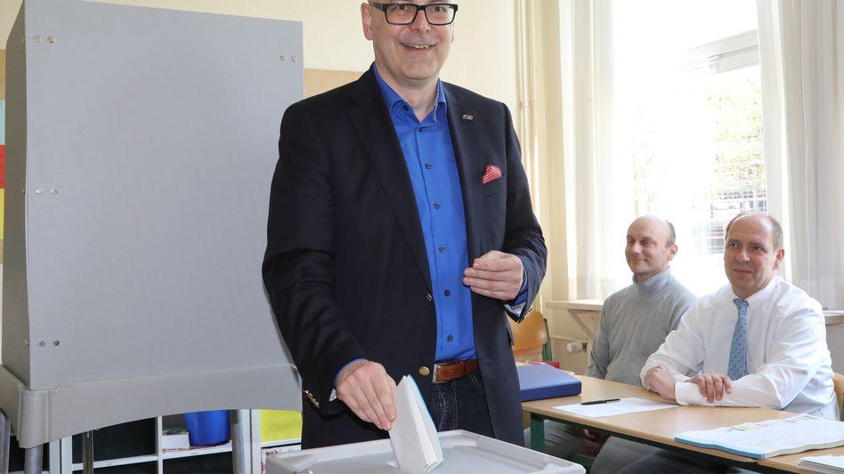 Ministerpräsident Albig bei der Stimmabgabe