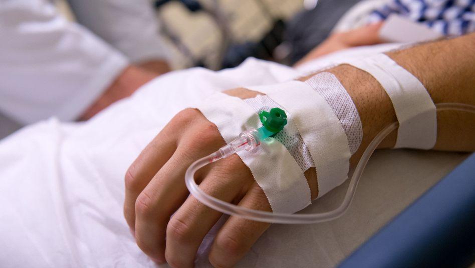 Krankenhaus-Patient (Archivbild): Zusatzbeiträge fließen bald in die Behandlung mit ein