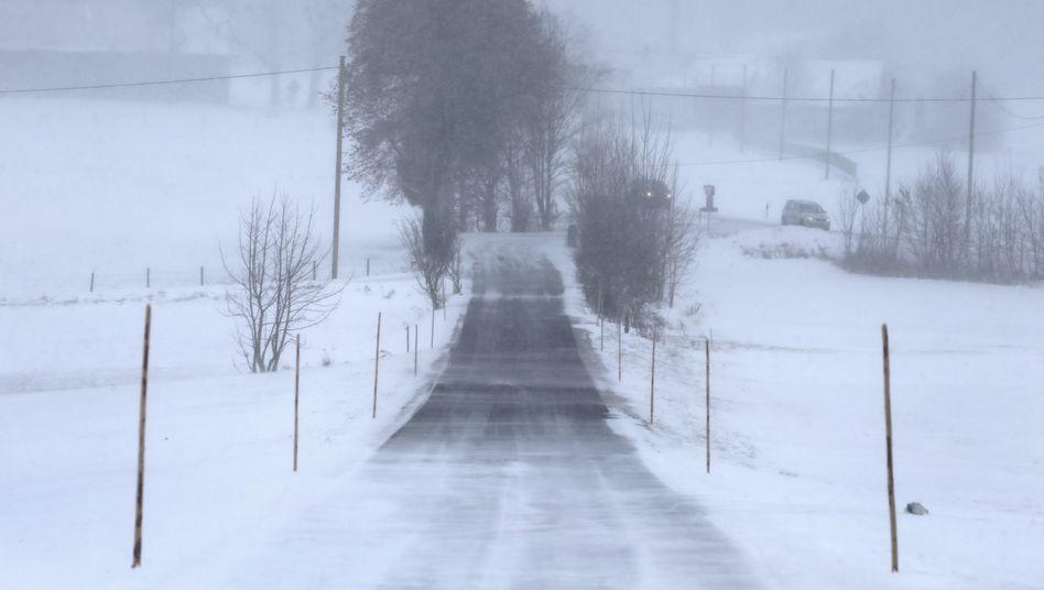 Winter in Bayern: Schnee legte mehrere Bahnstrecken lahm
