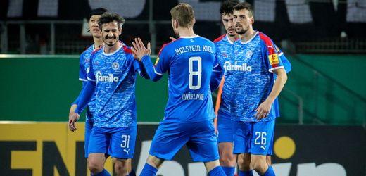 DFB-Pokal: Holstein Kiel gewinnt bei Rot-Weiss Essen - Ärger um Elfmeter