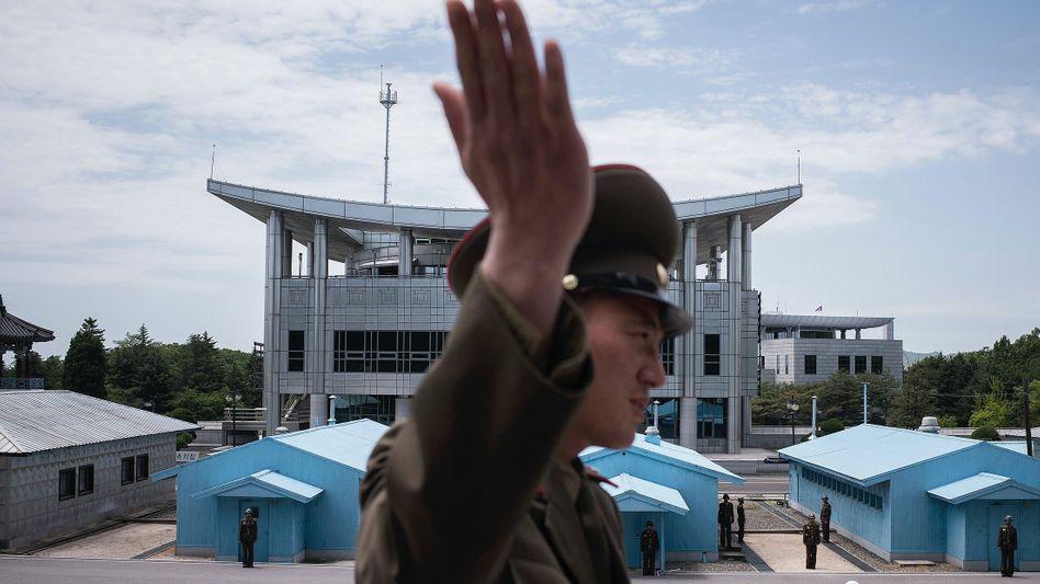 Nordkoreanischer Soldat an der innerkoreanischen Grenze: Im globalen Wettbewerb zählen vor allem die Kosten