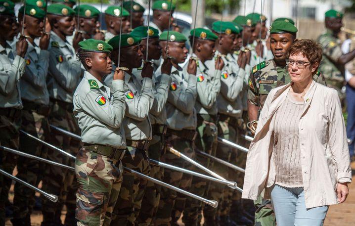 Verteidigungsministerin Kramp-Karrenbauer (CDU) bei ihrem Besuch in Mali im Oktober