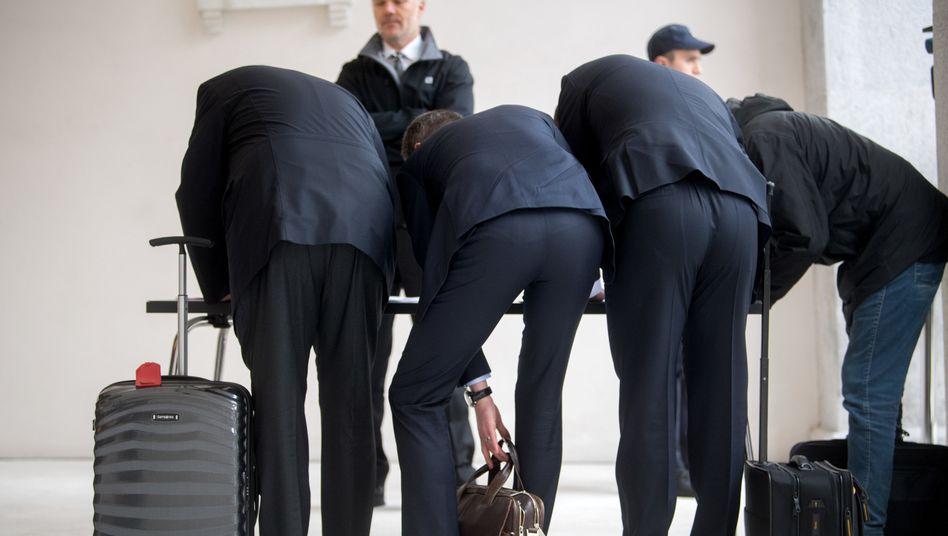 DFB-Prozess in Bellinzona: Eintragen, reingehen, sich verflüchtigen