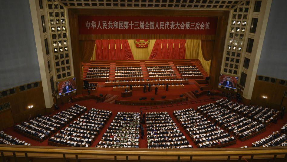 """Präsident Xi Jinping und andere führende Vertreter der Kommunistischen Partei Chinas beim Nationalen Volkskongress im Mai: """"Kampf auf Leben und Tod"""""""