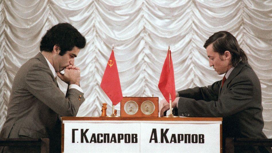 Anatoly Karpow (r.) und Garry Kasparow im Duell (1985 bei der WM in Moskau)