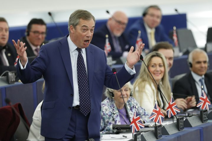 Brexit Party-Chef Nigel Farage im Europaparlament - im Britischen Unterhaus hat seine Partei bislang noch keine Sitze