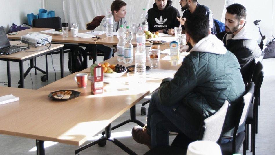 """Seminarteilnehmer in Berliner Flüchtlingsunterkunft: """"Sex mit Gewalt ist schlecht"""""""