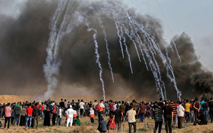 Israelische Soldaten beschießen Demonstranten im Gazastreifen mit Tränengas