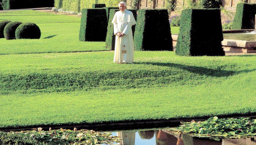 Vatikan-Ferienquartier: Papst im Pool