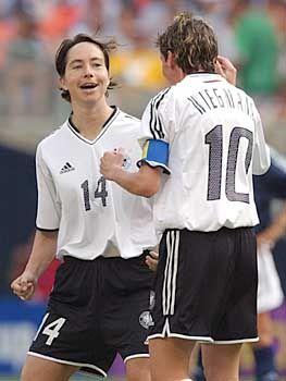 Maren Meinert (l.) und Bettina Wiegmann beim Vorrundenspiel gegen Argentinien