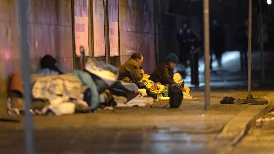 Obdachlose unter einer Brücke am Berliner Zoo: Lässt sich menschliche Not beziffern?