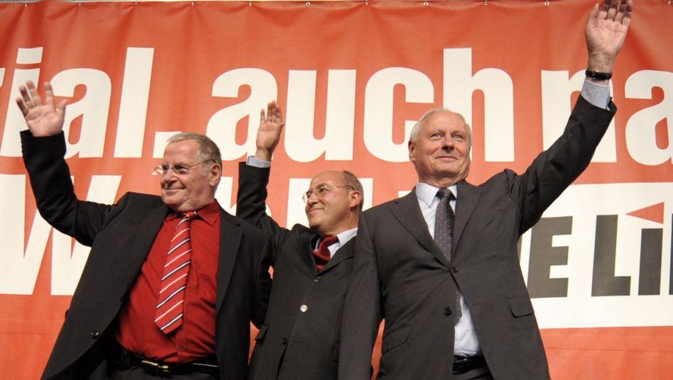 Left Party leaders Lothar Bisky (l), Gregor Gysi and Oskar Lafontaine (r) on election night.