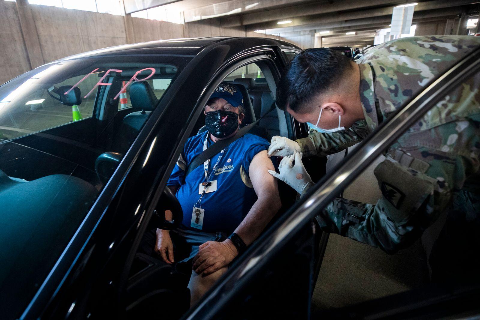 Drive-Thru Covid-19 Vaccination Site in Long Beach