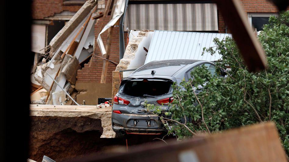 Abgestürztes Auto in Erftstadt-Blessen: Allein 5000 Fahrzeugschäden verzeichnet die Allianz
