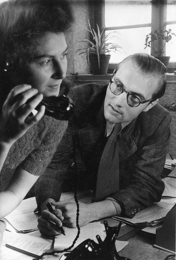 Chefsekretärin Katja Kloos, Herausgeber Rudolf Augstein