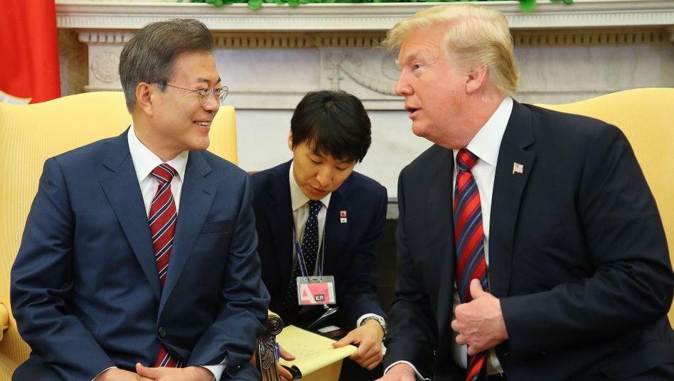"Moon Jae In bei Donald Trump (Archiv): ""Durch raue See steuern"""