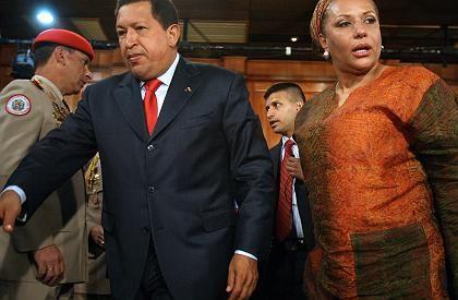 Erfolgreiche Vermittler: Der venezolanische Präsident Hugo Chávez und die kolumbianische Senatorin Piedad Cordoba am Abend in Caracas.