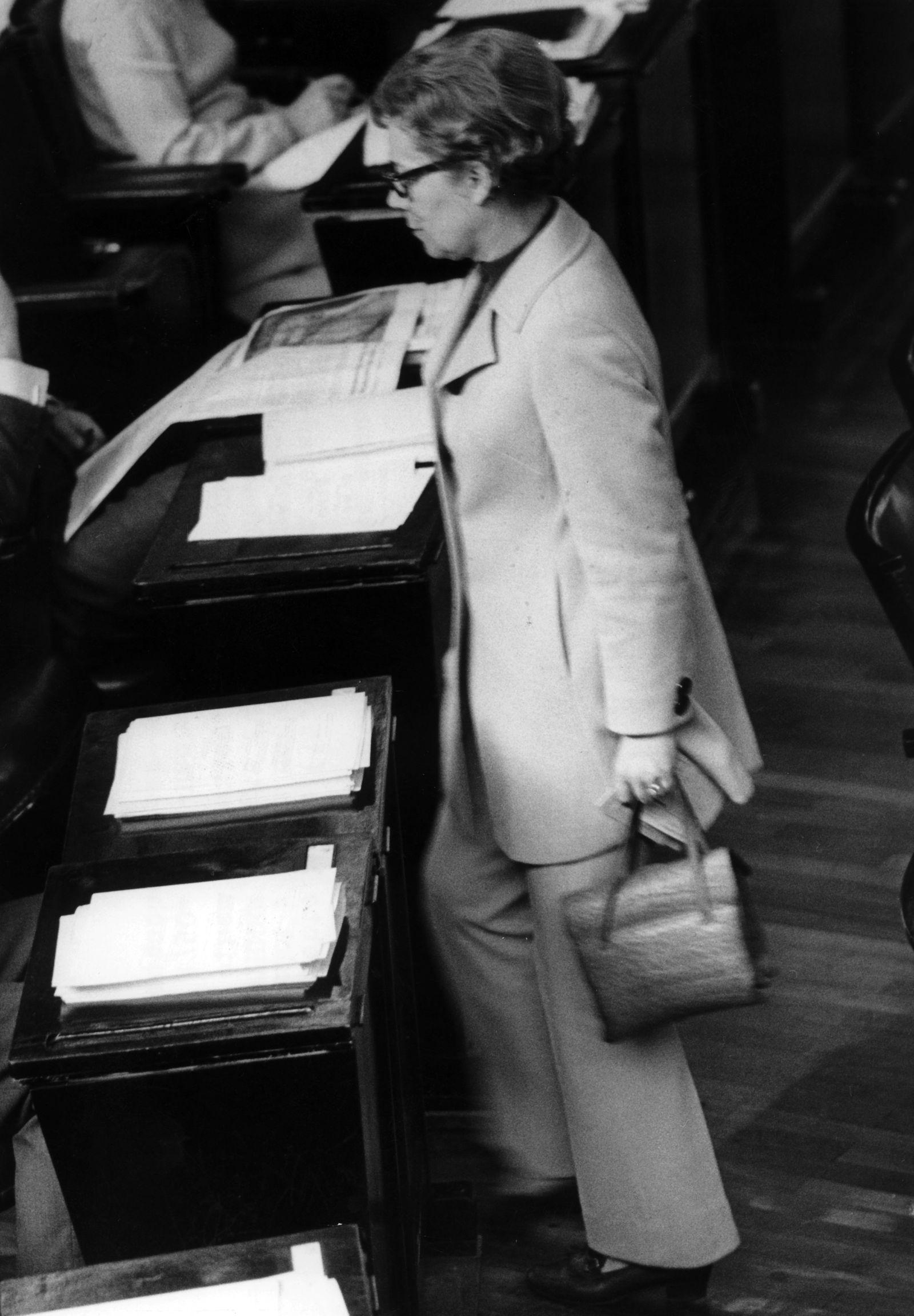 100 Jahre Frauenwahlrecht - Mode im Bundestag
