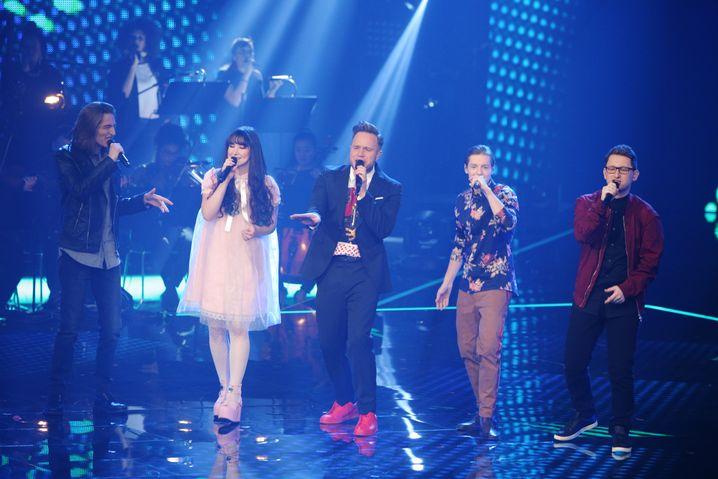 Von links: Eros Atomus Isler, Jessica Schaffler, Olly Murs, Benjamin Dolic und Samuel Rösch