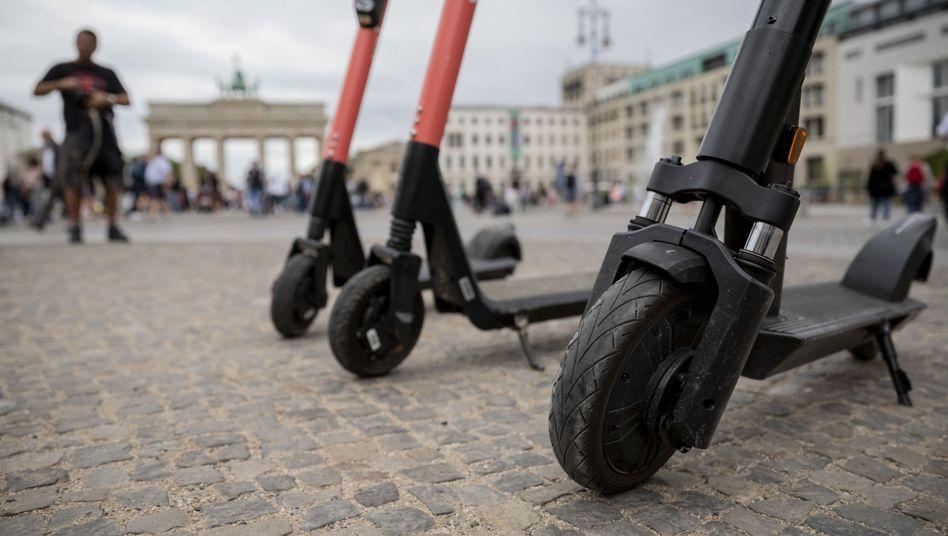 E-Tretroller von Sharinganbietern in Berlin: Laut Stiftung Warentest ein riskanter Ritt