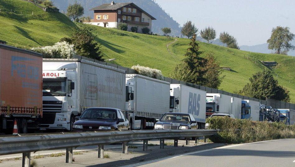 Schleichen unerwünscht: Schweiz hebt Mindesttempo auf Überholspur an