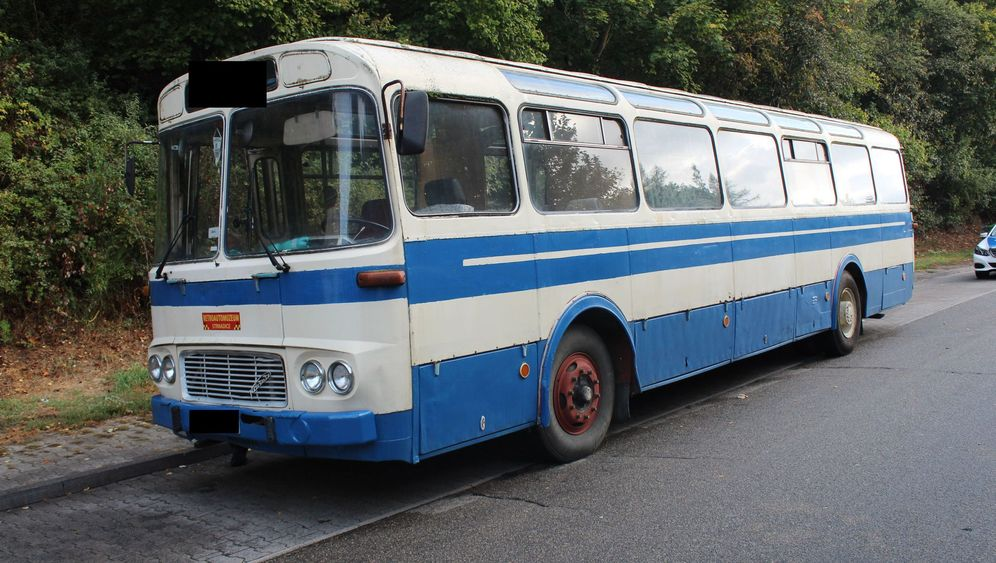 Kurioser Transporter: Wenn das Auto in den Bus muss