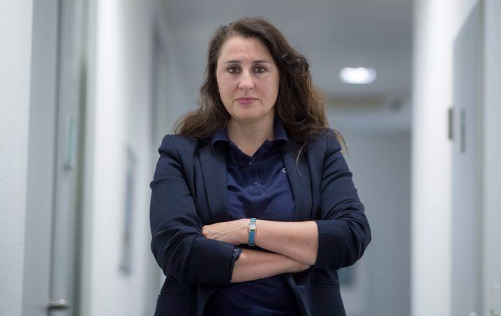 Seda Basay-Yildiz in ihrem Büro