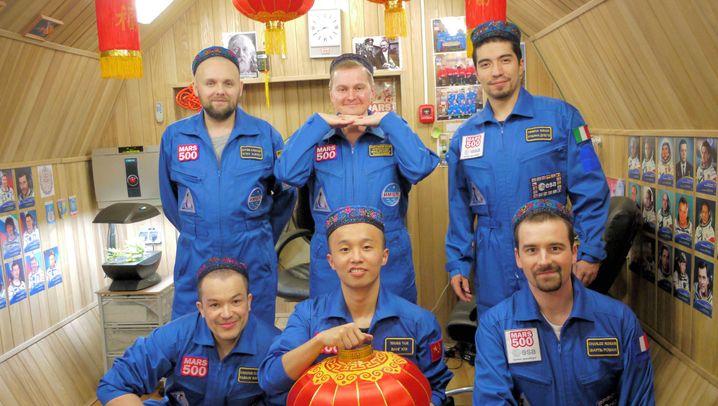 Pseudoastronauten: Leben in der Raumschiffattrappe