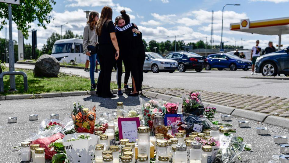 Trauer um die erschossene Adriana im schwedischen Botkyrka