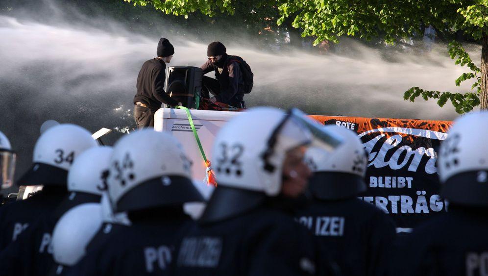 Demonstration: Linke randalieren in Hamburg