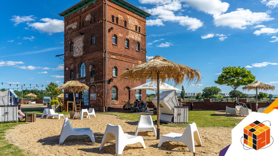 Für den »Summer of Pioneers« wurde 2019 in der Alten Ölmühle in Wittenberge ein Gemeinschaftsbüro eröffnet, mittlerweile beherbergt das Gebäude ein Hotel mit Strandbar