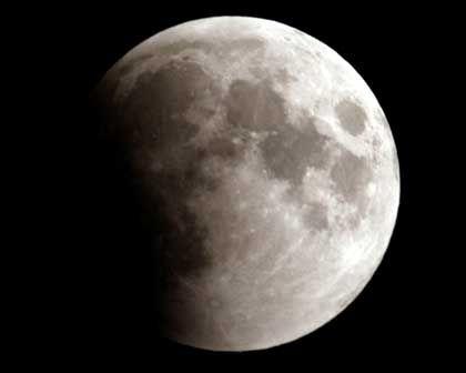 Freie Sicht: Mondfinsternis gesehen vom mexikanischen Dorf Santa Maria Acolman