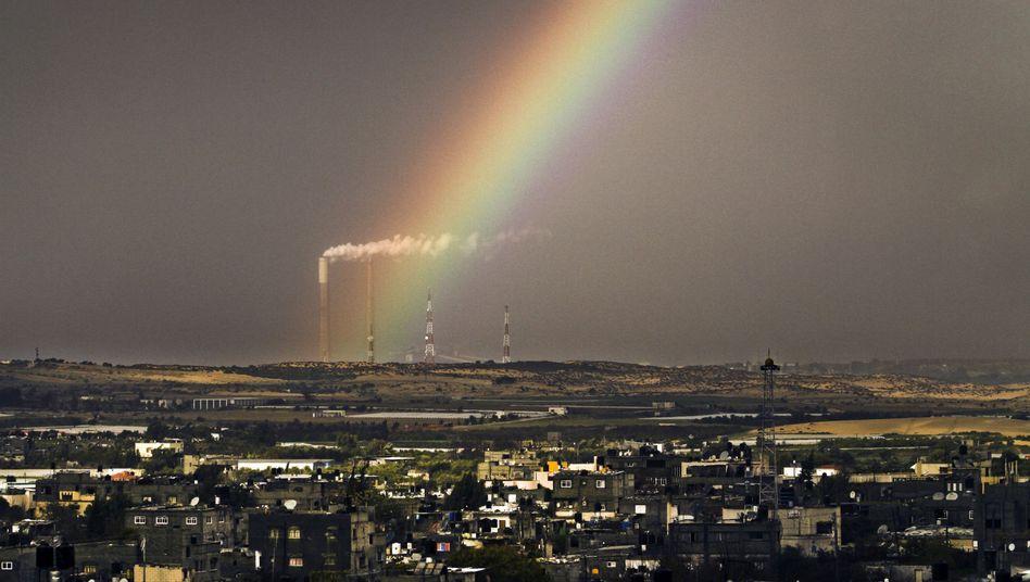 Ein Regenbogen über dem Gazastreifen (Archivbild)