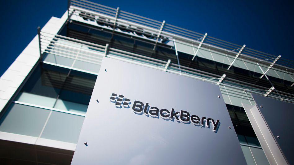 Blackberry-Logo am Firmensitz in Waterloo: Analysten erwarteten höheren Verlust
