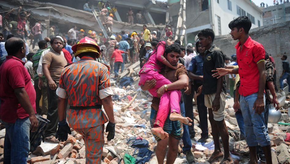 Bangladesch: VieleTote bei Einsturz von Textilfabrik