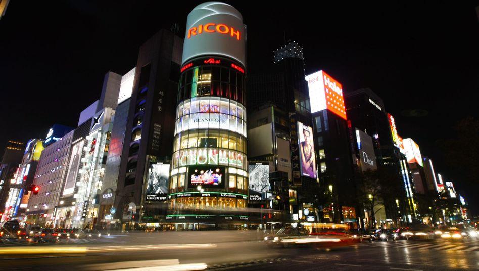 Einkaufsmeile von Tokio: Verbraucher warten auf weitere Preisrückgänge