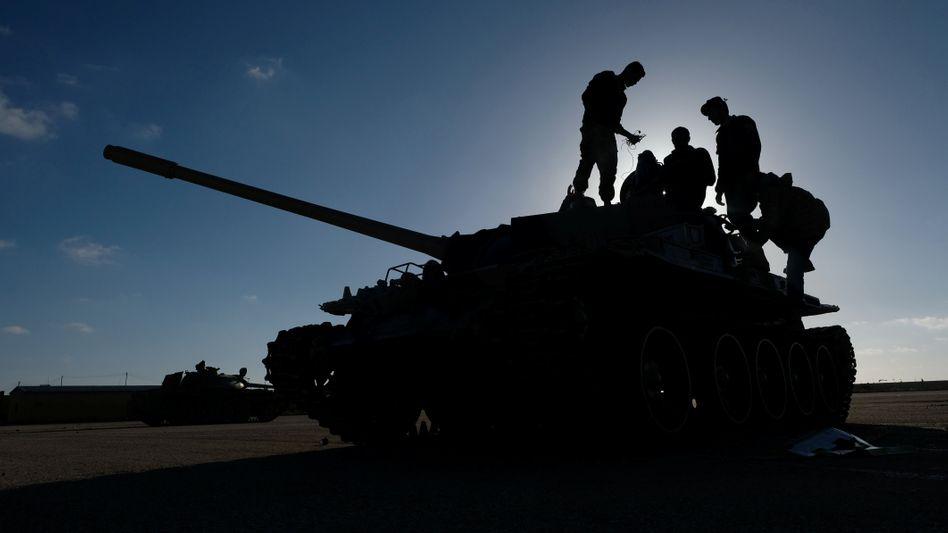Mitglieder der Libyschen Nationalen Armee: Der Bürgerkrieg könnte erneut eskalieren.
