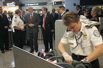 Gepäckkontrollen an US-Flughäfen: Die Kontrolleure dürfen auch die Verzeichnisse von Notebooks durchforsten
