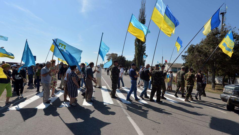 Übergang zur Krim: Aktivisten blockieren Zufahrt für Lkw