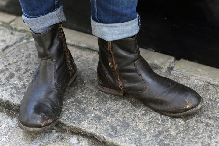 Schuhe: H&M, 25 Pfund / Hose: River Island