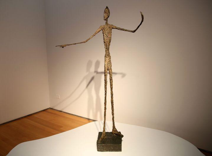 """Giacometti-Skulptur """"Der zeigende Mann"""" ist 141,3 Millionen Dollar wert"""