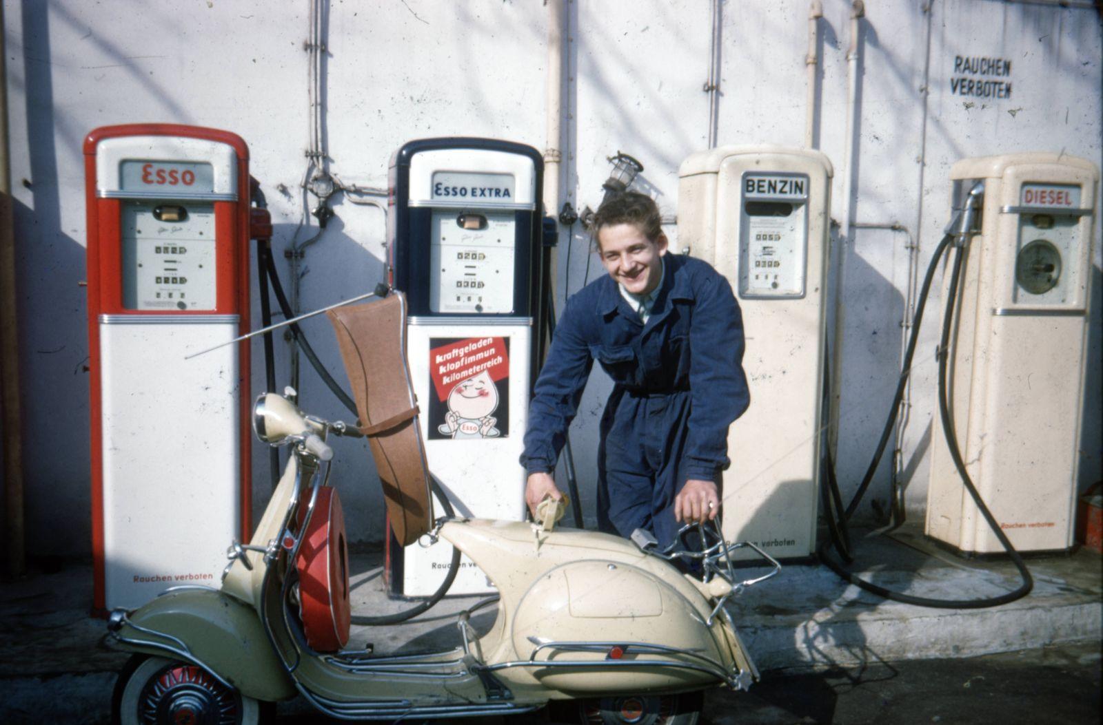 Vespa GER Berlin 19580707 Vespa Vesparoller